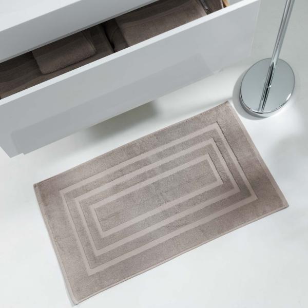 tapis ponge pour sortie de bain ou de douche 50x85cm 100 coton taupe marron clair j k markets. Black Bedroom Furniture Sets. Home Design Ideas